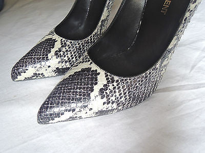 ~ SAINT LAURENT PYTHON PARIS THORN POINTED TOE PUMPS /  HEELS  (OMG OMG!) ~ 37.5