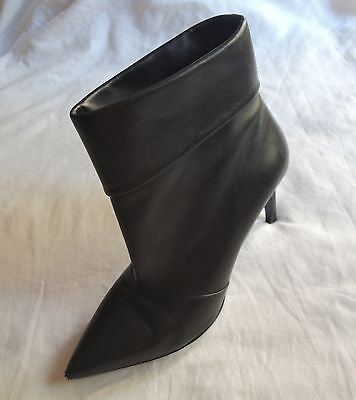 ~ SAINT LAURENT BLACK LEATHER POINTED TOE ANKLE BOOTS / BOOTIES ~  37.5