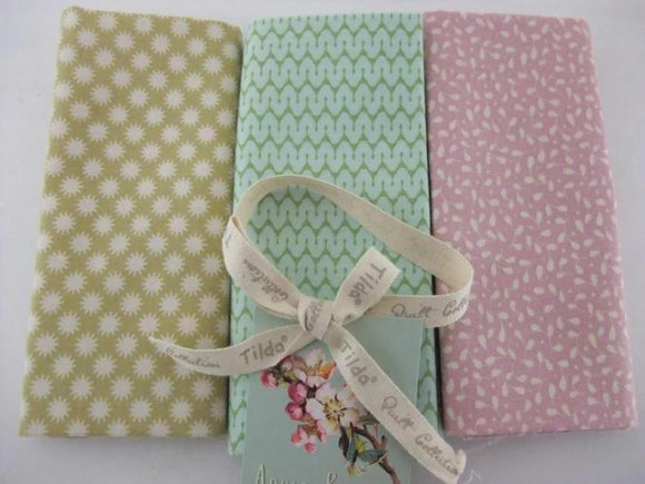Fat Quarter Bundle - Apple Bloom by Tilda