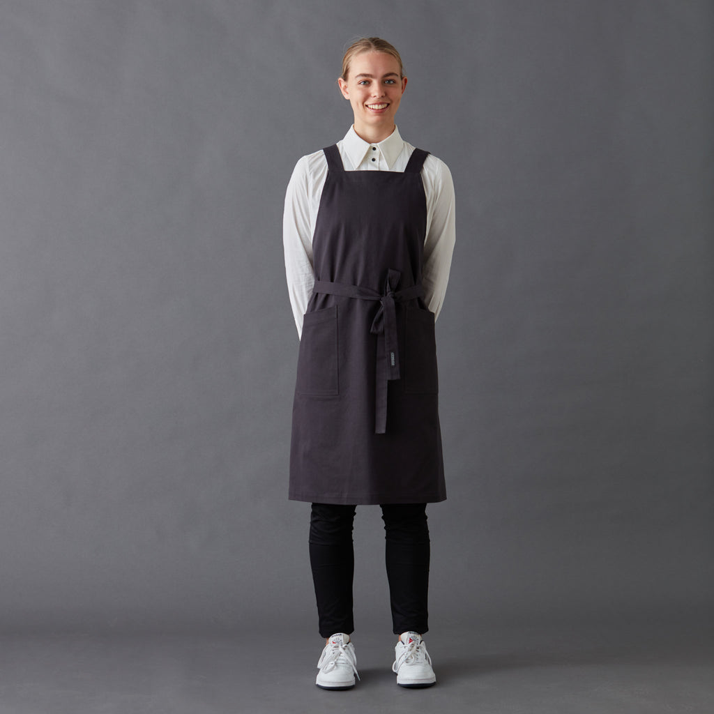 Apron Harry with cross back straps and two generous front pockets, made from Organic cotton