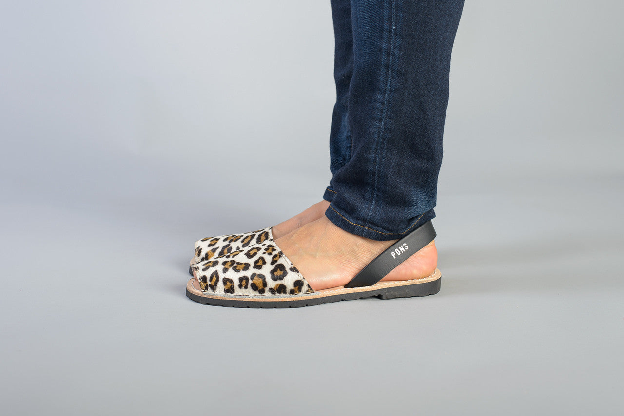 Pons Avarcas - Classic Style Animal Print, Leopard - The Giant Peach