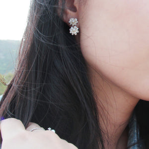 Load image into Gallery viewer, Sea Flowers Of Pearl Earrings (H)