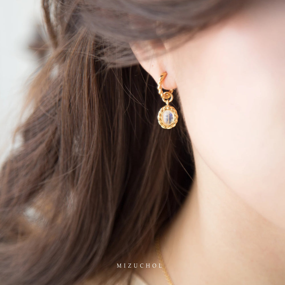 Load image into Gallery viewer, Gentle Moon Earrings