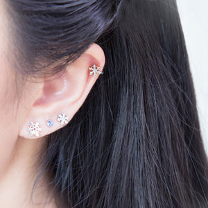 Load image into Gallery viewer, Little Snowflake Ear Cuff