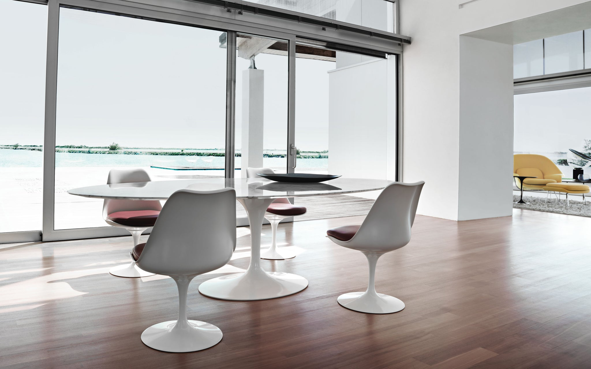 saarinen table and chairs