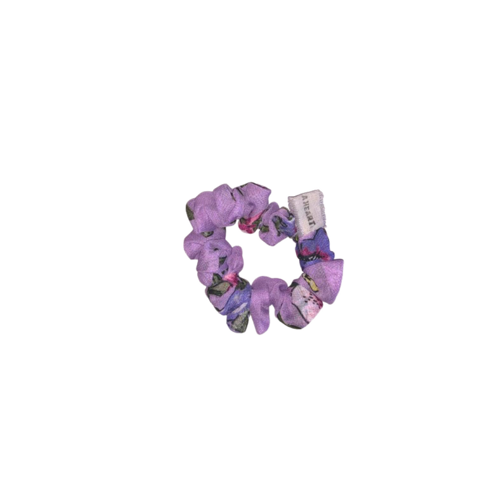 LILAC SCRUNCHIE by Pompi Garcia
