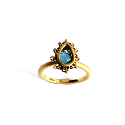18k Gold Blue Topaz Ring