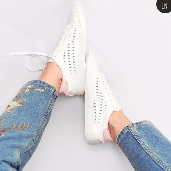 Women White Shoes with Holes Leather Famous Brand Female Casual Shoes Tails New Fashion Leisure Flats Breathable
