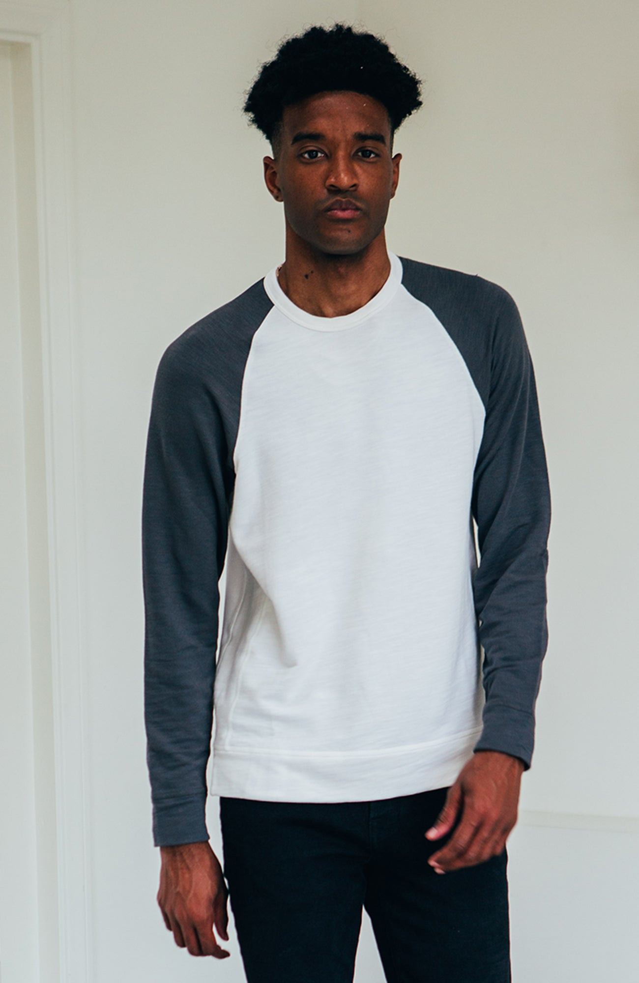 Perry Raglan - Ivory/Charcoal