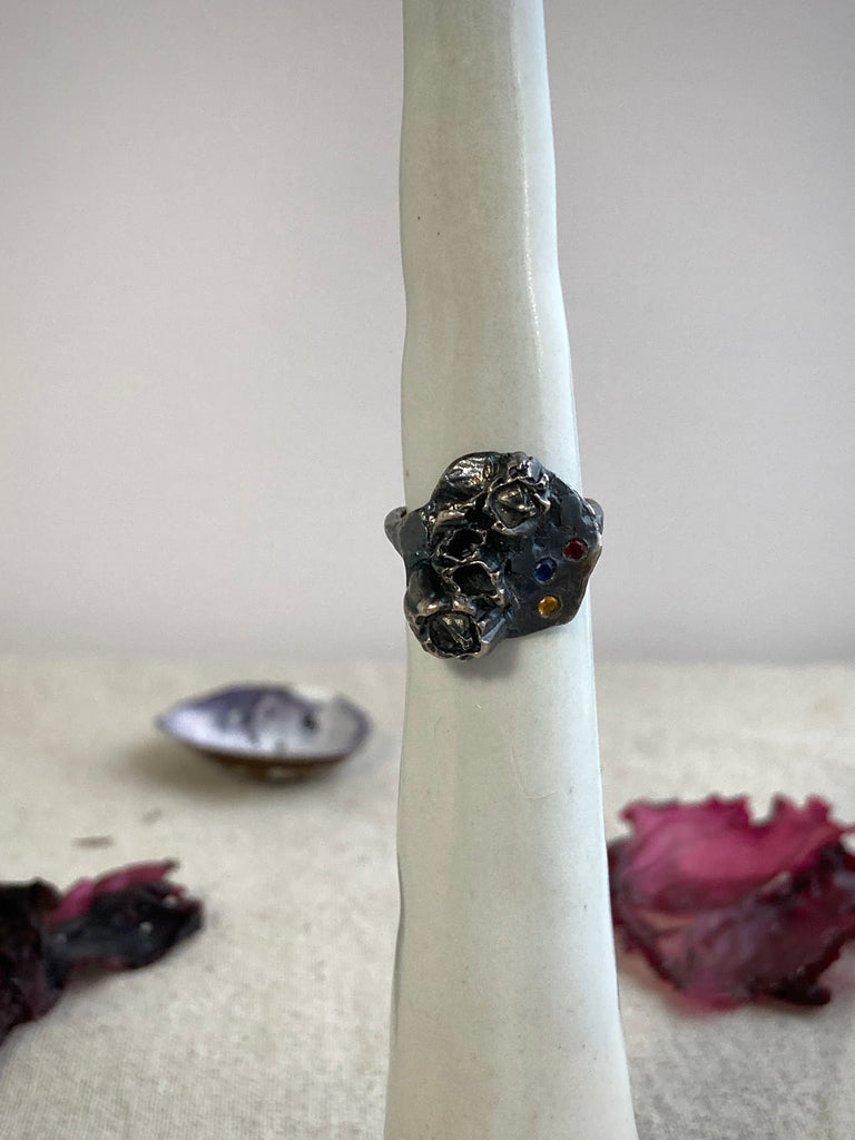 OXIDIZED SILVER RING WITH SAPPHIRES