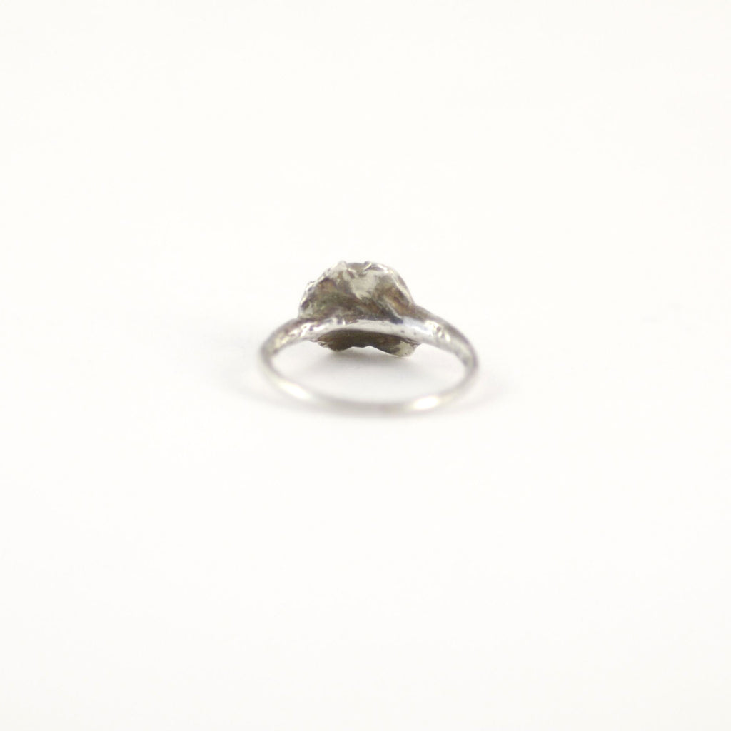 TIMELESS SOLITAIRE BARNACLE SILVER RING