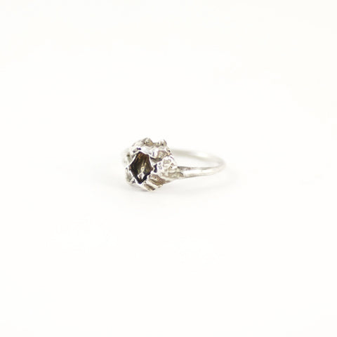 SOLITAIRE BARNACLE SILVER RING