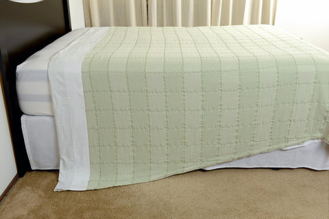 Abside oversized cotton blanket green white side view hang excess comfort made in portugal