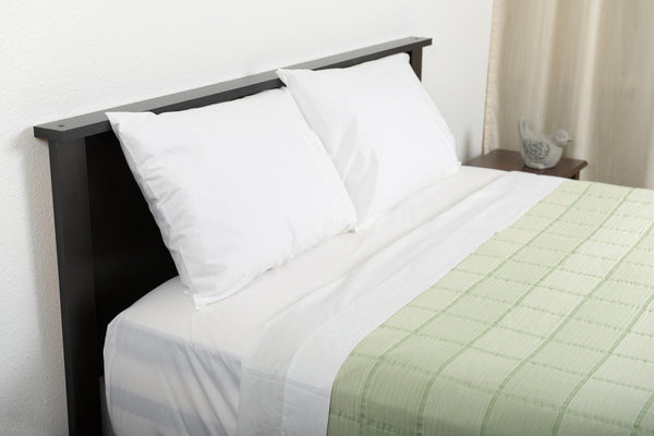 Excess comfort top side view classic percale cotton sheets white with abside cotton blanket green white made in portugal