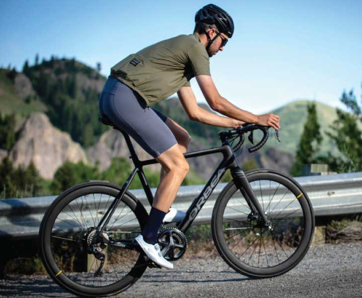 Orbea Gain Carbon - Man Riding