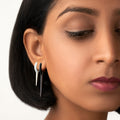 LOLA NEEDLE EARRING Small (Enamel: White)