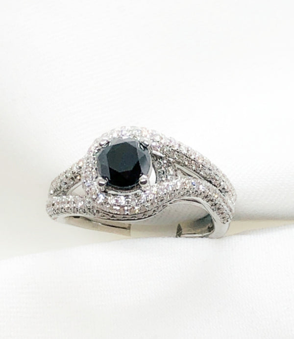 18kt white gold, white and black diamond ring