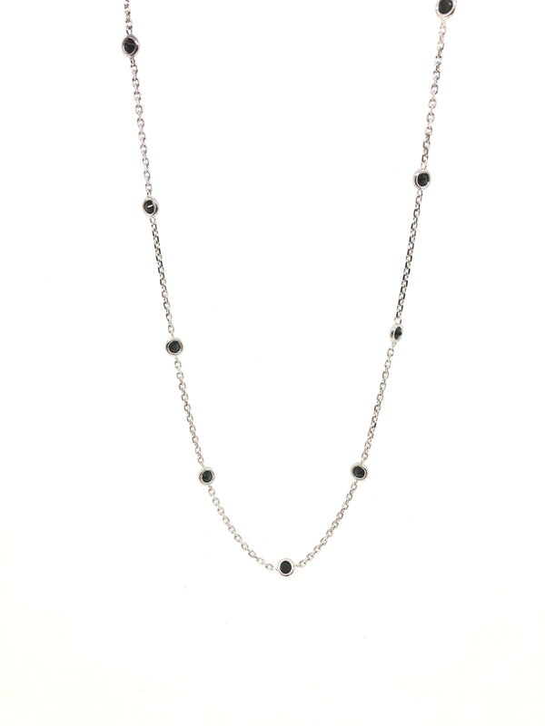 18kt white gold and blue sapphire necklace