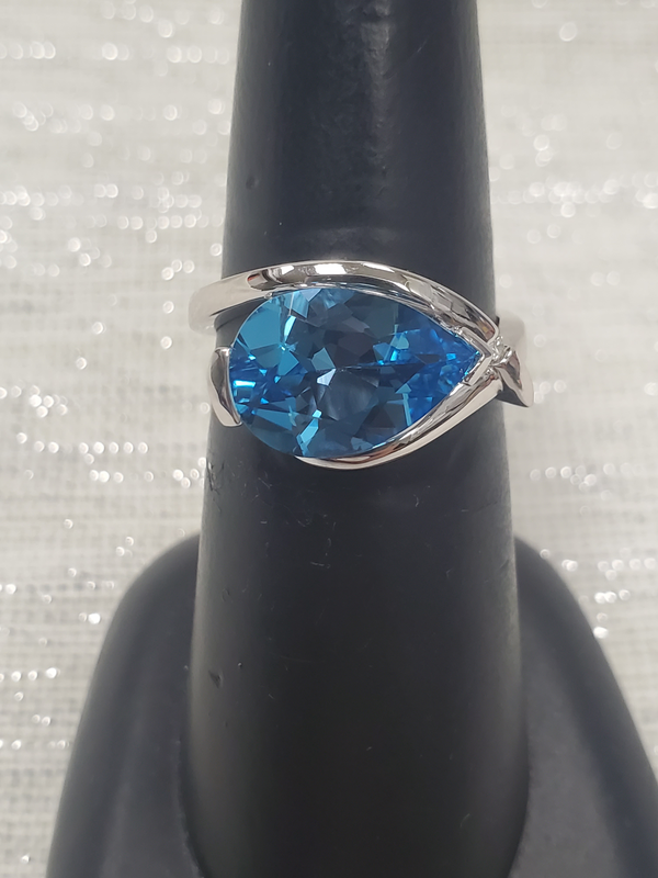 Livingstone 14KW 4.90CT Pear Shape Blue Topaz w/Dia Accent Ring
