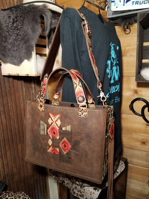 Box Style, Distressed Brown and Navajo 13x10