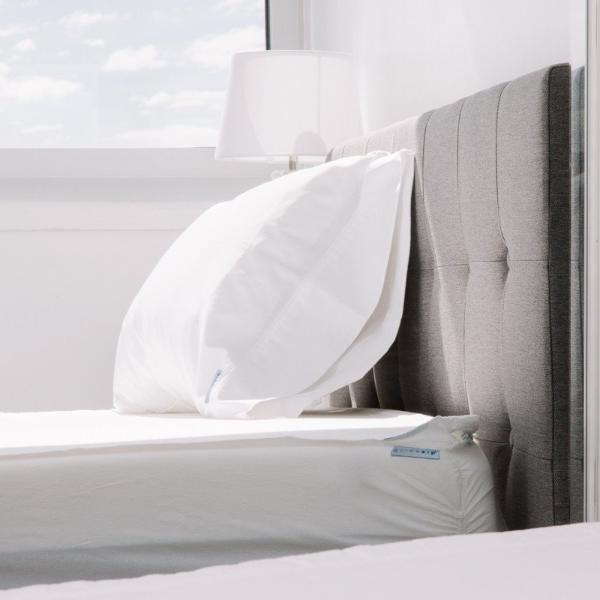 QuickZip More Comfort Less Work. 21st Century design, great fit and great fabric. Percale Collection features Crisp, cool 100% cotton percale weave that gets softer with each wash Quick to change zips off and on in seconds Easy to Fold Zip-on sheet folds like a dream and stores neatly Won't pop off your mattress Flex-to-fit corners and a extra overlap underneath keep base snug Zipper is covered and out of sight Easy access corner zipper start location Get it right the first time - no more guessing which corner is which Easy handling with large zipper pull ribbon Percale Twin sheets are not compatible with the Twin Full Enclosure Wraparound style due to the zipper start location.