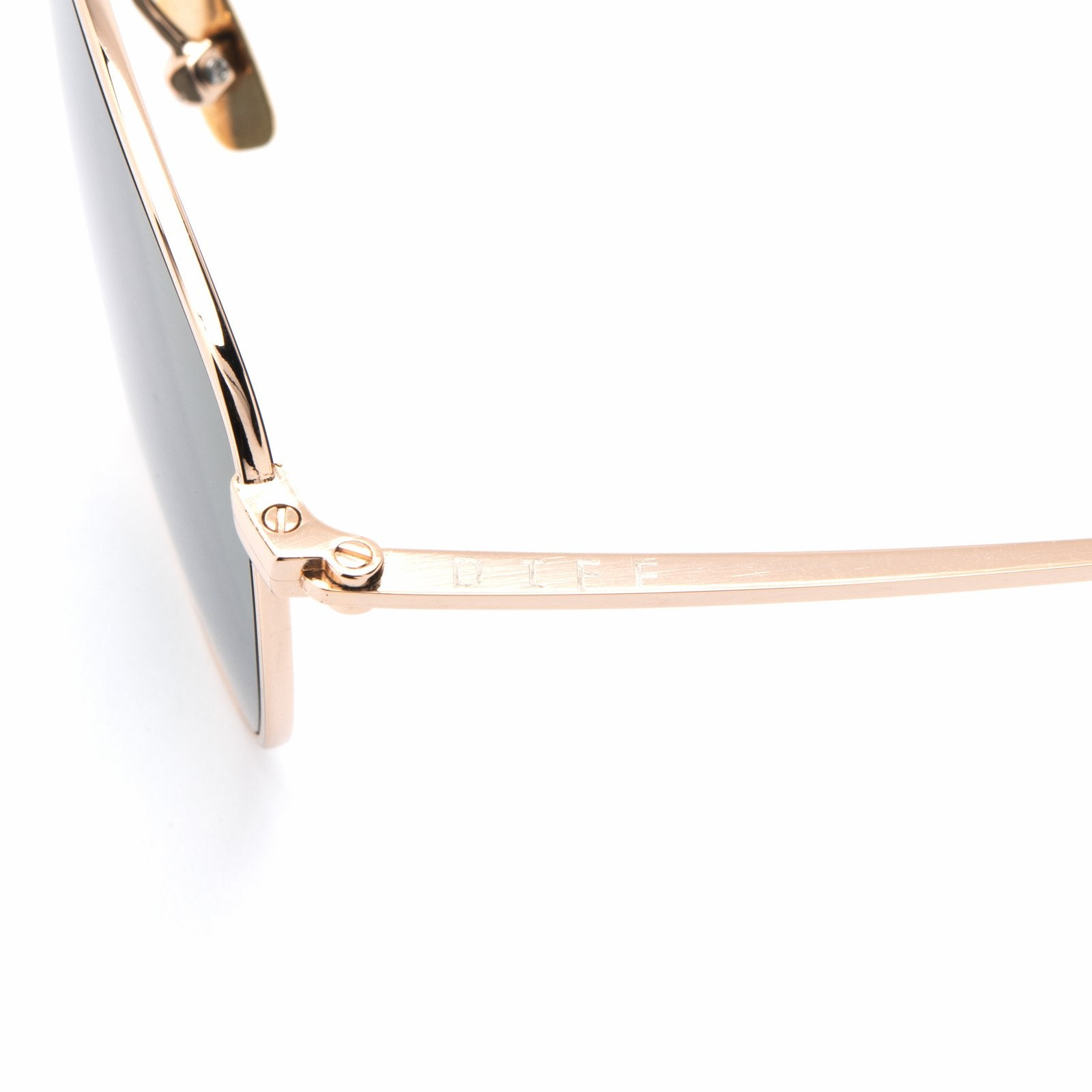 Axel sunglasses with gold frames and red mirror lens detailed shot