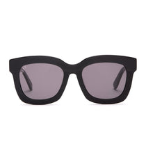 Lil Carson sunglasses with black frames and grey lens front view