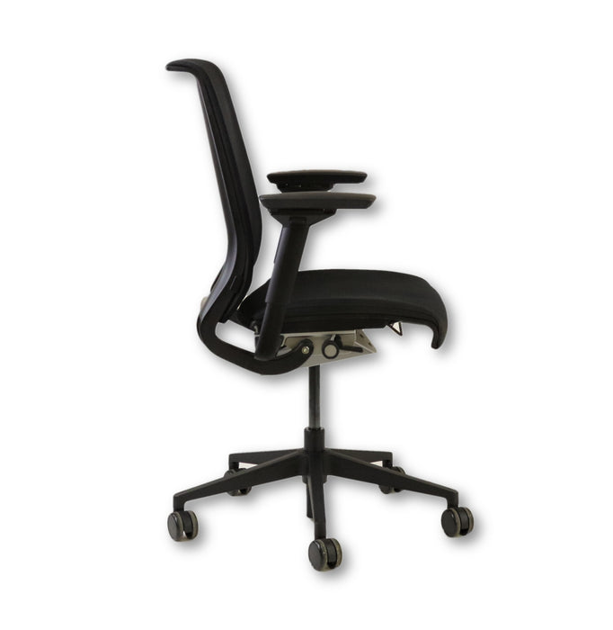 Steelcase Think Chair in original Black Fabric 4D Arms