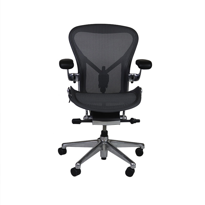 Aeron Remastered Size B with Graphite Frame and Polished Aluminium Base