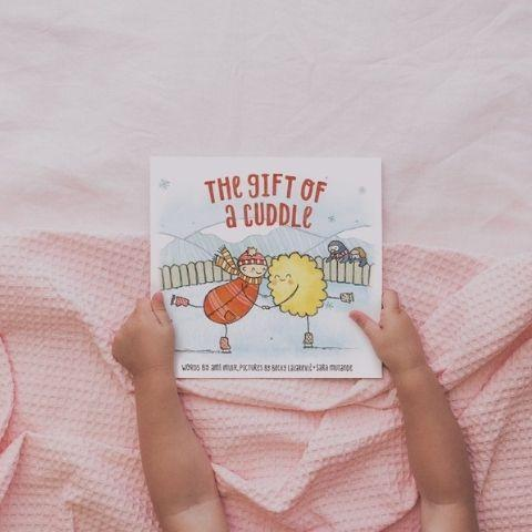 "The Kiss Co. ""The Gift of a Cuddle"" Book - Naked Baby Eco Boutique"
