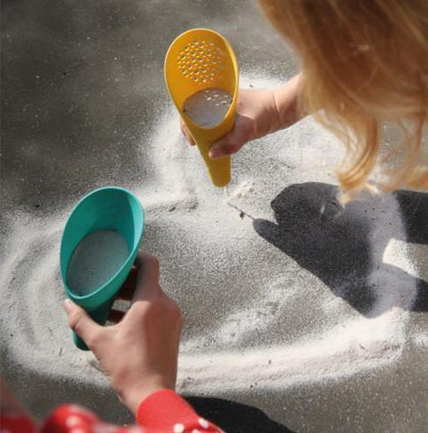 Quut Cuppi Shovel Sieve Ball - Naked Baby Eco Boutique