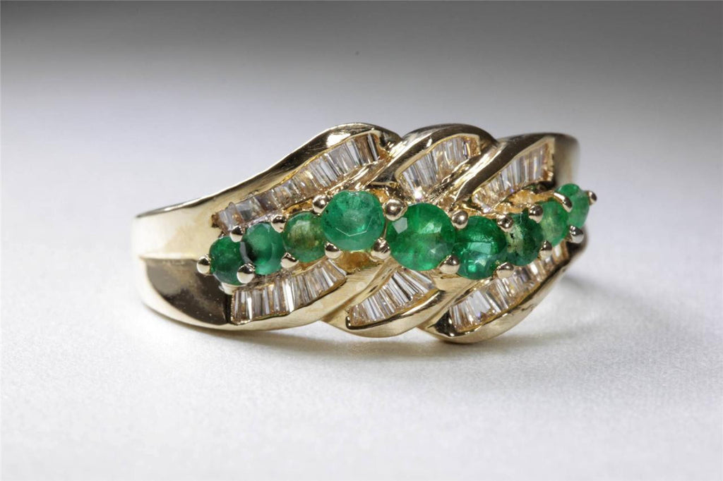 MODERN 14k YELLOW GOLD RING ROUND CUT EMERALD & BAGUETTE DIAMOND BAND 1.70CT