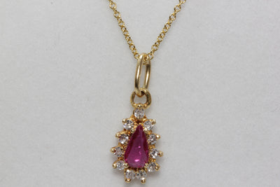 MODERN 14K YELLOW GOLD LADYS PENDANT & CHAIN PEAR SHAPE RUBY & DIAMONDS