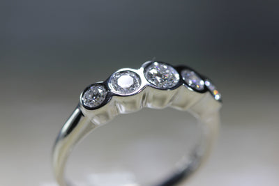 DIAMOND ROUND CUT 5 STONE WEDDING BAND BEZEL SETTING 14k W GOLD