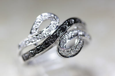 14k WHITE GOLD LADIES BLACK AND WHITE DIAMOND RING BAND