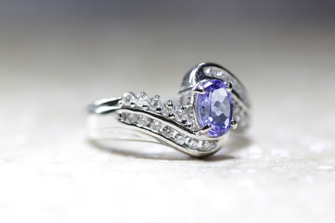 14K WHITE GOLD LADIES TANZANITE & DIAMOND RING OVAL SHAPE