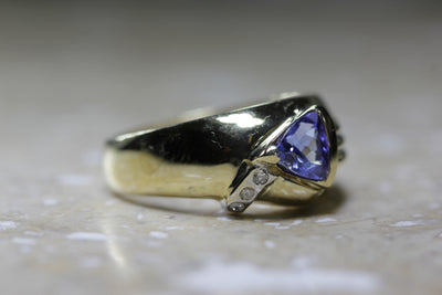LEVIAN TRILLION CUT 14K YELLOW GOLD LADIES TANZANITE & DIAMOND RING BAND