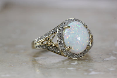 ANTIQE 14K WHITE GOLD LADIES HELO OPAL & DIAMOND  RING