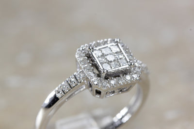 14k WHITE GOLD DIAMOND LADIES RING