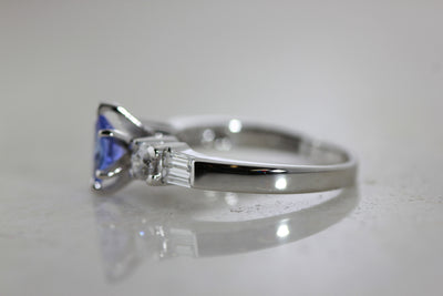 VINTAGE OVAL SHAPE ENGAGEMENT RING 14K WHITE GOLD LADIES TANZANITE & DIAMOND