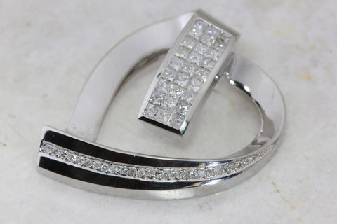 INVISIBLE SET DIAMOND SLIDE HEART 18K WHITE GOLD PENDANT
