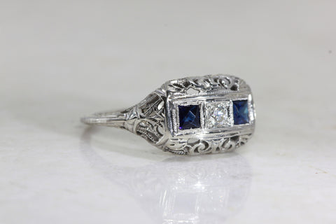 ART DECO FILIGREE RING W/ OLD EURO DIAMOND AND SAPPHIRE IN 18k GOLD