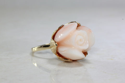 14k YELLOW GOLD PINK SKIN CORAL FLOWER RING
