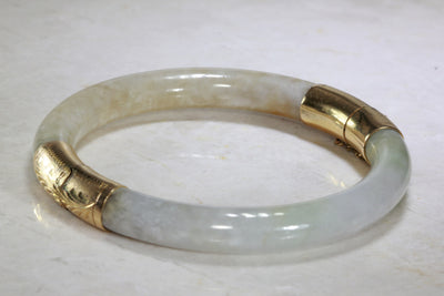 ANTIQUE LADIES 14K YELLOW GOLD ROUND NATURAL JADE BANGLE BRACELET HAND ENGRAVED