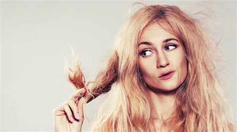 The-best-way-to-avoid-oily-roots-and-dry-hair-tips-1