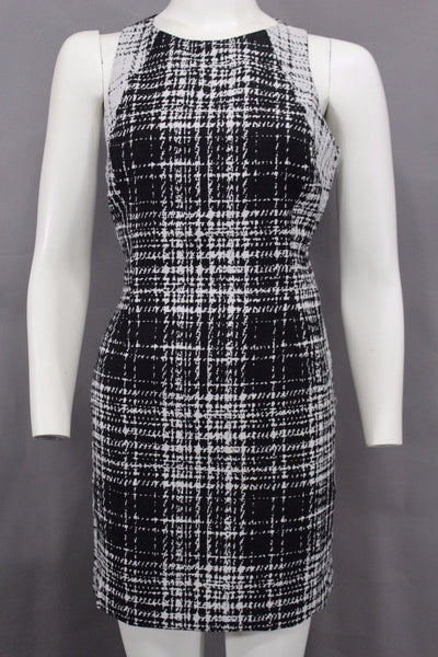 Black White Houndstooth Pattern Open Back Dress Banana Republic Women Elegant Events New Fashion