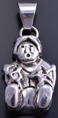 All Silver Pueblo Story Teller with Family Medium size Pendant 8E08D