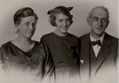 Everard Carter, his wife Janet and daughter Marjorie