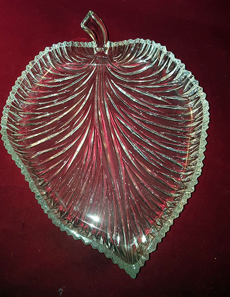 Beautiful Pressed Glass Leaf Shaped Bowl - The Other Alley