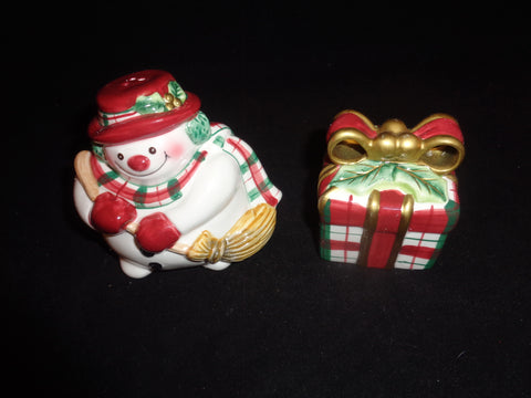 Fitz & Floyd Plaid Christmas Salt And Pepper Shakers